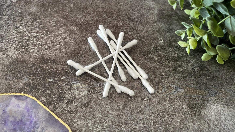 Wattestäbchen, Papier, Bambus