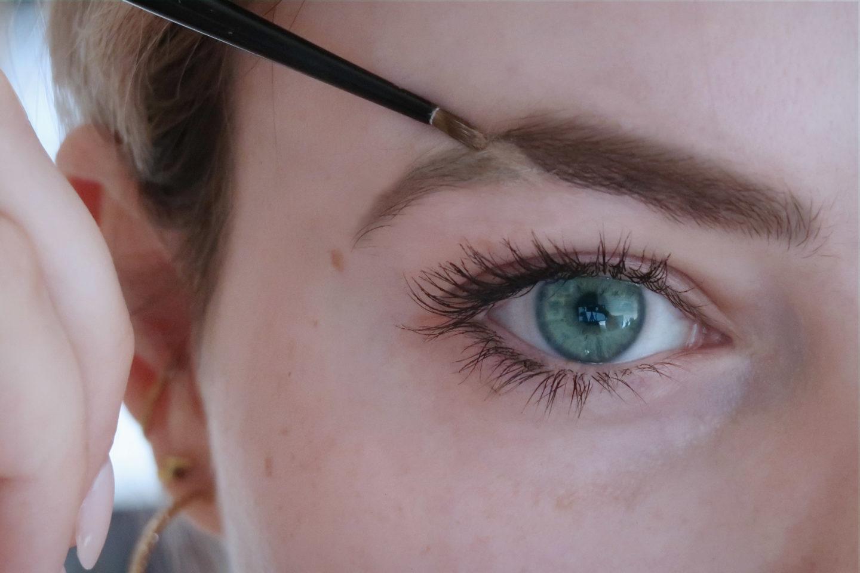 Auge mit Augenbrauen, Eyebrow Cut